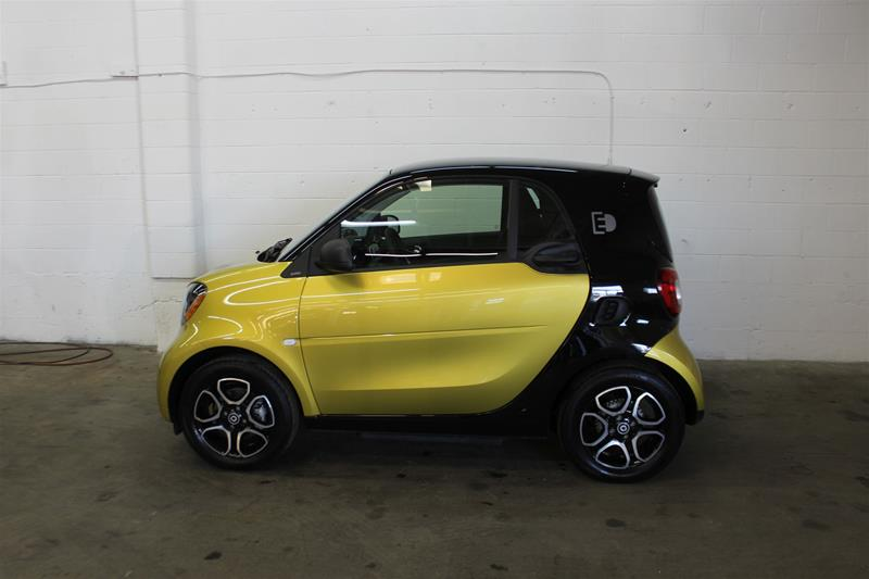 Pre-Owned 2017 smart fortwo coupe fortwo
